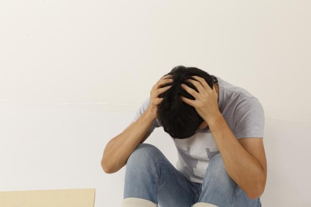 孤独死と孤立死では何が違う?孤独死する前に80%の人が陥る状況も解説
