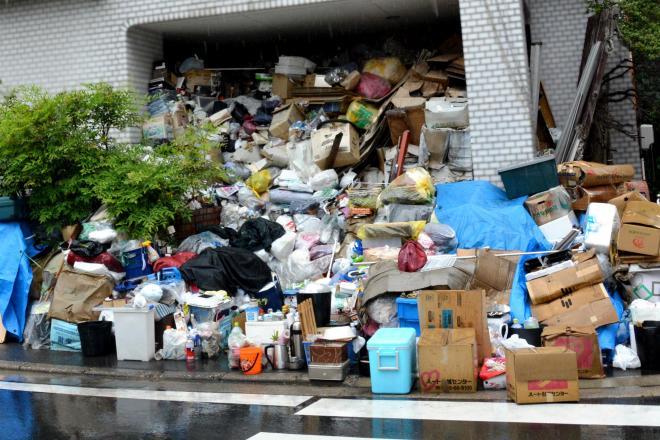 ゴミ屋敷の清掃!放置するリスクや片付けに掛かる費用について